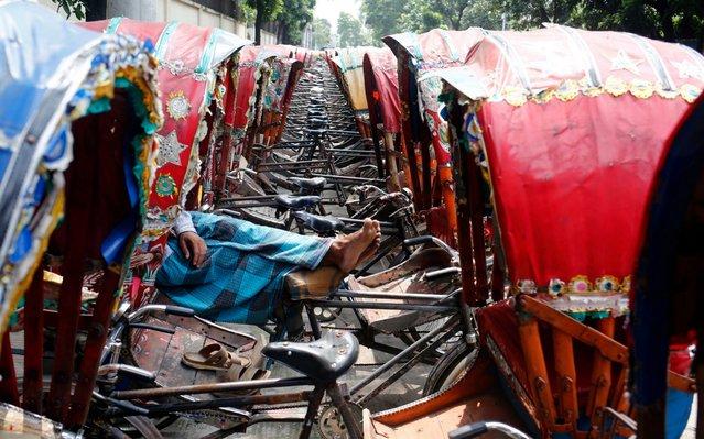 Bangladeshi day labor sleeps on the pushcart at Babu Bazar the wholesale rice market in Dhaka, Bangladesh, 11 June 2019. (Photo by Monirul Alam/EPA/EFE/Rex Features/Shutterstock)