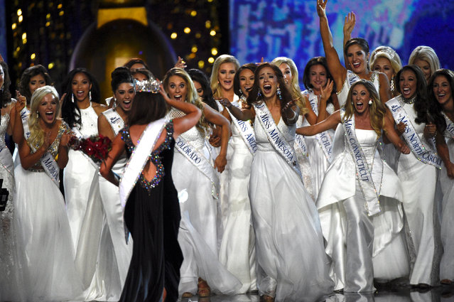 Fellow contestants await to congratulate Miss North Dakota Cara Mund who won the Miss America competition in Atlantic City, New Jersey U.S. September 10, 2017. (Photo by Mark Makela/Reuters)