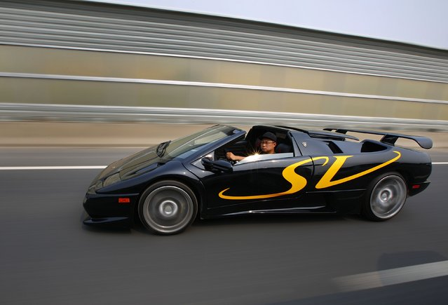 Wang Yu drives a handmade replica of Lamborghini Diablo on a highway during a test drive in Beijing, August 21, 2014. (Photo by Petar Kujundzic/Reuters)