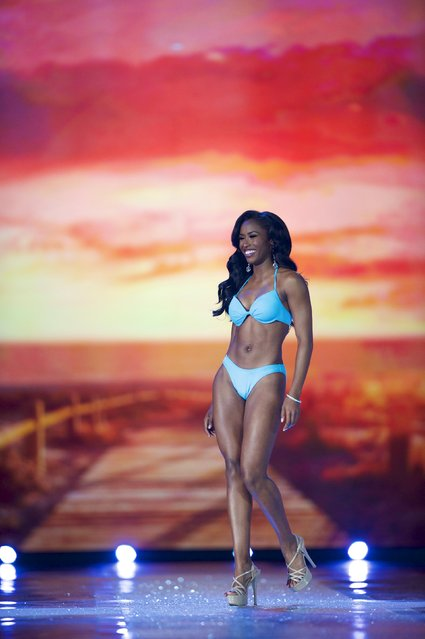 Miss South Carolina Daja Dial competes on her way to win the swimsuit competition during the first night of preliminaries of Miss America at Boardwalk Hall in Atlantic City, New Jersey, September 8, 2015. (Photo by Mark Makela/Reuters)