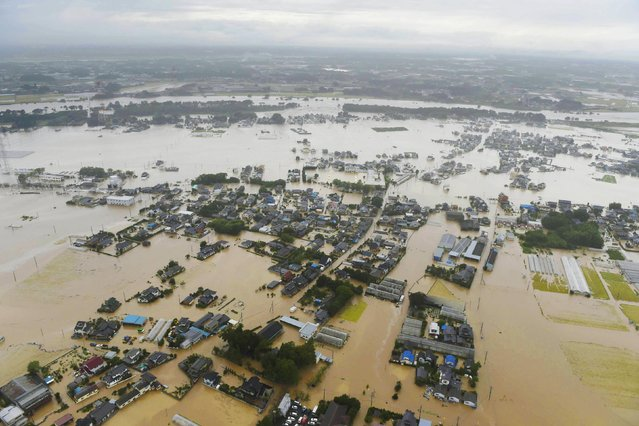 An aerial view shows residential areas flooded by the Kinugawa river (top), caused by typhoon Etau in Joso, Ibaraki prefecture, Japan, in this photo taken by Kyodo September 10, 2015. (Photo by Reuters/Kyodo News)