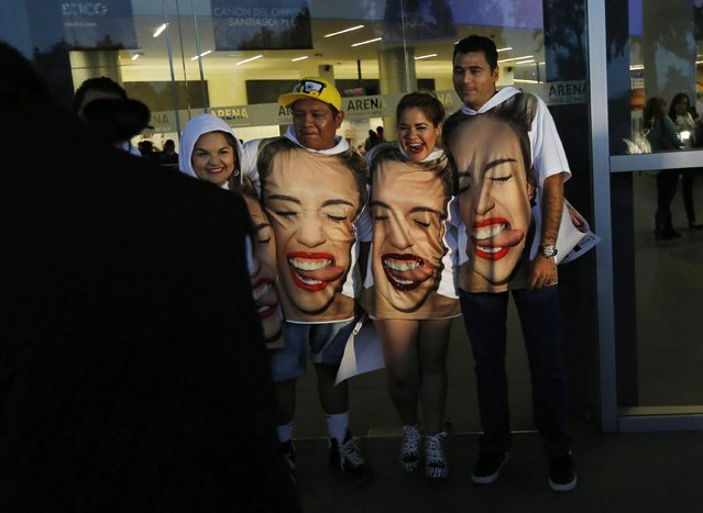 Fans of U.S. singer Miley Cyrus pose for a photograph before Cyrus' concert at the Arena Ciudad de Mexico in Mexico City, September 19, 2014. (Photo by Bernardo Montoya/Reuters)