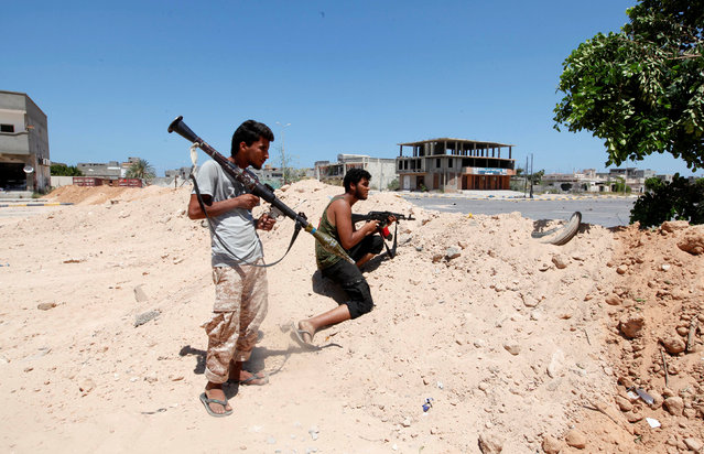 Fighters of Libyan forces allied with the U.N.-backed government take up position during a battle with Islamic State fighters in Sirte, Libya August 15, 2016. (Photo by Ismail Zitouny/Reuters)