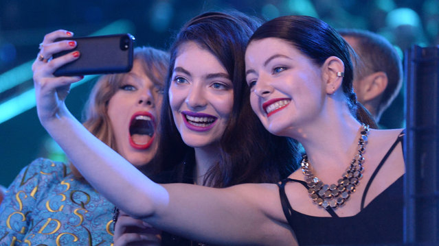 (L-R) Recording artists Taylor Swift, Lorde and guest take a selfie at the 2014 MTV Video Music Awards at The Forum on August 24, 2014 in Inglewood, California.  (Photo by Jeff Kravitz/MTV1415/FilmMagic)