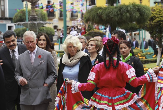 Hidalgo state Governor Jose Francisco Olvera (L), Britain's Prince Charles (front L) and Camilla, Duchess of Cornwall, look at a performer dressed in a traditional outfit during the Day of the Dead celebrations in Pachuca, in the Mexican state of Hidalgo, November 2, 2014. Charles and Camilla are in Mexico on a four-day official visit. (Photo by Jose Mendez/Reuters)