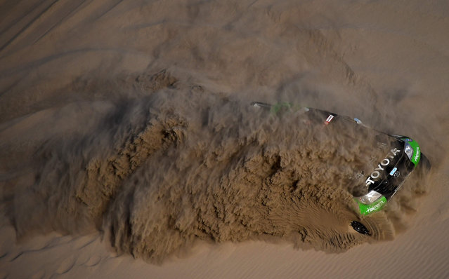 South Racing's driver Sebastián Halpern and co-driver Edu Pulenta plough through the sand in their Toyota Hilux during the 2018 Dakar Rally Stage 5 between San Juan De Marcona and Arequipa in Peru, on January 10, 2018. (Photo by Franck Fife/AFP Photo)