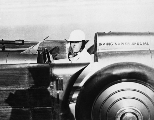 Major H.O. D. Seagrave of Great Britain and his Golden Arrow racer which he hopes will see a new automobiles speed record during forthcoming international speed trails in Daytona Beach, Fla., speedway on February 27, 1929. (Photo by AP Photo)