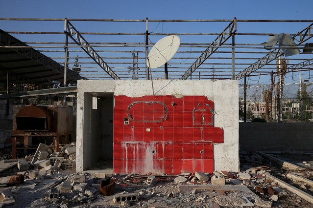A damaged toilet stands amidst rubble in the town of Douma in eastern Ghouta of Damascus October 17, 2015. (Photo by Bassam Khabieh/Reuters)