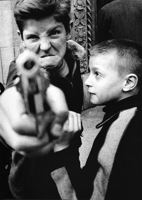Gun 1, New York, 1955. (Photo by William Klein/'William Klein ABC'/Abrams)