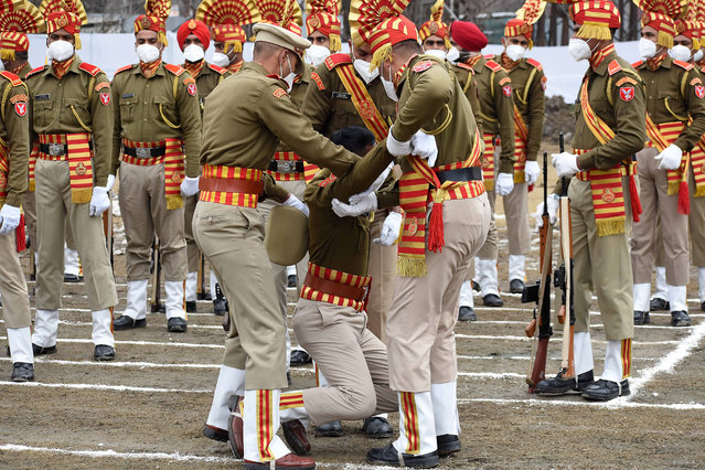 A policeman collapses during India's Republic Day celebrations in Srinagar on January 26, 2021. The authorities in Kashmir valley on Tuesday organized official functions to mark India's 72nd Republic Day amid stepped up security vigil. Checkpoints have been erected at many places in Srinagar and frisking has been intensified. Low speed mobile internet services have also been temporarily suspended across the valley. (Photo by Saqib Majeed/SOPA Images/LightRocket via Getty Images)