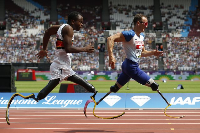 South Africa's Ntando Mahlangu (L) races Britain's Richard Whitehead in the Men's T61 200m event during the anniversary games at the London stadium in London on July 21, 2018. (Photo by Ian Kington/AFP Photo)