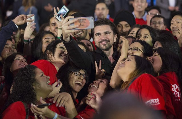 "Colombian singer Juanes poses with fans after the premiere of ""McFarland, USA"" at El Capitan theatre in Hollywood, California February 9, 2015. The movie opens in the U.S. on February 20. (Photo by Mario Anzuoni/Reuters)"