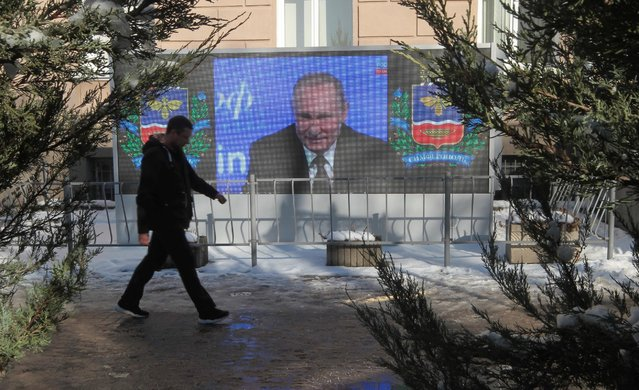 A screen, showing Russian President Vladimir Putin's annual end-of-year news conference, is on display in Simferopol, Crimea, December 23, 2016. (Photo by Pavel Rebrov/Reuters)