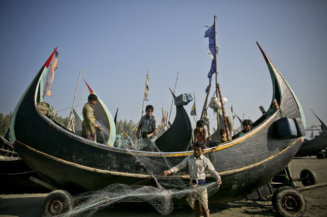 """Rohingya and Bangladeshis work side by side as fishermen near the Shamlapur refugee camp on January 17, 2017 in Cox's Bazar, Bangladesh. More than 65,000 Rohingya Muslims have fled to Bangladesh from Myanmar since October last year, after the Burmese army launched a campaign it calls """"clearance operations"""" in response to an attack on border police on October 9, believed to have been carried out by Rohingya militants. Waves of Rohingya civilians have since fled across the border, most living in makeshift camps and refugee centers with harrowing stories of the Burmese army committing human-rights abuses, such as gang rape, arson and extrajudicial killing. The Rohingya, a mostly stateless Muslim group numbering about 1.1 million, are the majority in Rakhine state and smaller communities in Bangladesh, Thailand and Malaysia. The stateless Muslim group are routinely described by human rights organizations as the 'most oppressed people in the world' and a """"minority that continues to face statelessness and persecution"""". (Photo by Allison Joyce/Getty Images)"""