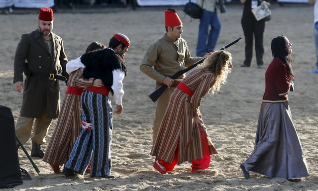 Performers reenact the capture of Armenians during a commemoration marking the 100th anniversary of the mass killing of Armenians by OttomanTurks, in Buenos Aires, April 25, 2015. (Photo by Enrique Marcarian/Reuters)