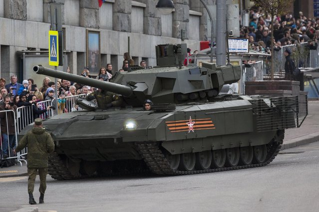 The new Russian T-14 Armata tank makes its way to Red Square during a rehearsal for the Victory Day military parade which will take place at Moscow's Red Square on May 9 to celebrate 70 years after the victory in WWII, in Moscow, Russia, Monday, May 4, 2015. (Photo by Alexander Zemlianichenko/AP Photo)