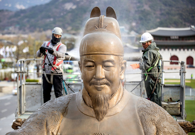 Workers clean the statue of King Sejong with presurized water at Gwanghwamun Square in central Seoul, South Korea, 09 April 2019. Sejong was the fourth king of the Joseon Dynasty (1392-1910). (Photo by EPA/EFE/Yonhap)