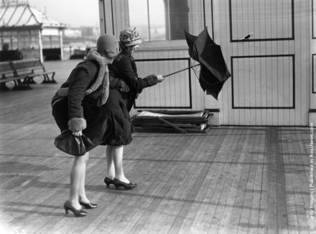 1928: Two women on Brighton pier caught in heavy winds