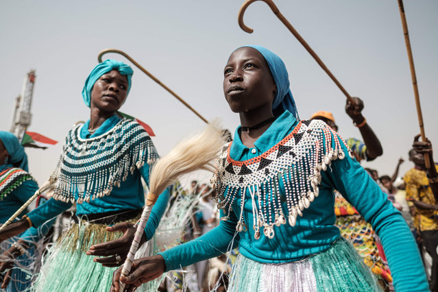 Members of traditional music and dance group perform before a rally for supporters of Sudan's ruling Transitional Military Council (TMC) in the village of Abraq, about 60 kilometers northwest of Khartoum, on June 22, 2019. (Photo by Yasuyoshi Chiba/AFP Photo)