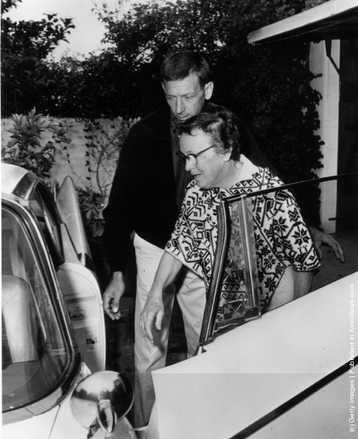 9th August 1962:  Marilyn Monroe's housekeeper, Eunice Murray and handyman Norman Jeffries, leaving the Monroe house after the film star's death