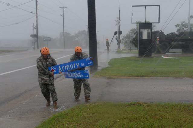 Texas Guardsmen from the 386th Engineer Battalion pick up large debris in Victoria, Texas. U.S. on August 27, 2017. (Photo by Capt. Martha Nigrelle/Reuters/Army National Guard)