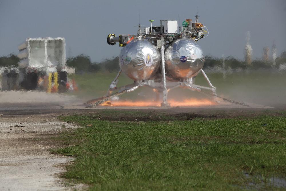 The NASA's Morpheus Lunar Lander Crashes During its First Free Flight
