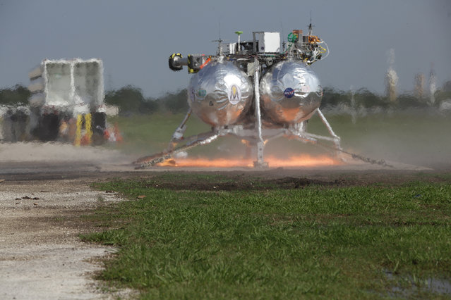 Morpheus Ground Level Hot Fire. Photo Date: April 2nd 2012. Location: VTB Flight Complex; Photographer: Joe Bibby