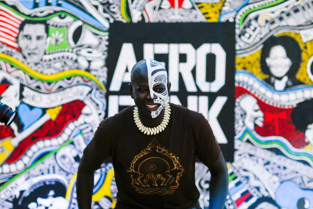 A man takes part in the Annual Afropunk Music festival in the borough of Brooklyn in New York, U.S., August 27, 2016. (Photo by Eduardo Munoz/Reuters)