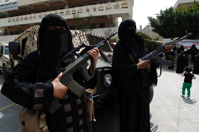 Yemeni female fighters supporting the Shiite Huthi rebels stand holding weapons, during an anti-Saudi rally in the capital Sanaa on September 6, 2016. The Saudi-led Arab coalition launched a military campaign against the Huthis and their allies in March 2015, after the rebels closed in on Gulf-backed President Abedrabbo Mansour Hadi in his southern refuge of Aden, forcing him into exile. (Photo by Mohammed Huwais/AFP Photo)