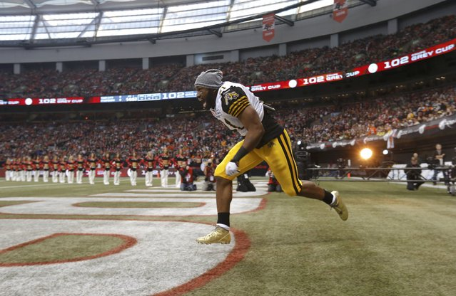Hamilton Tiger Cats' Simoni Lawrence is introduced during ceremonies ahead of the start of the CFL's 102nd Grey Cup football championsionship against the Calgary Stampeders in Vancouver, British Columbia, November 30, 2014. (Photo by Todd Korol/Reuters)