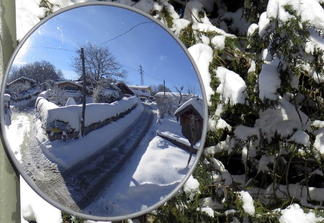 A snow covered street is reflected in a traffic mirror in the southern German village of Warngau  after heavy snowfall February 3, 2015. (Photo by Michael Dalder/Reuters)
