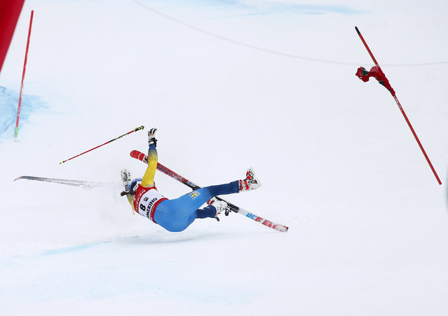 Sweden's Maria Pietilae Holmner falls during the second run of an alpine ski, women's World Cup Giant Slalom, in Semmering, Austria, Tuesday, December 27, 2016. (Photo by Giovanni Auletta/AP Photo)