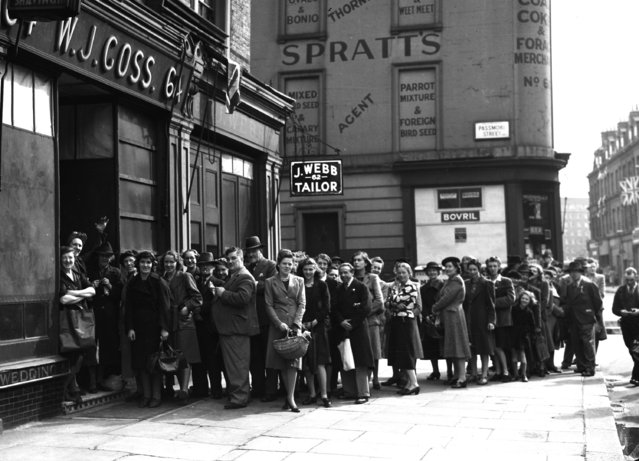 Shoppers line up for bread on Chelsea's Pimlico Road, London, on VE Day, May 8, 1945. London's shopkeepers opened their doors for only two hours this morning so Londoner's could buy groceries to last them over the Victory Holiday period. (Photo by AP Photo)