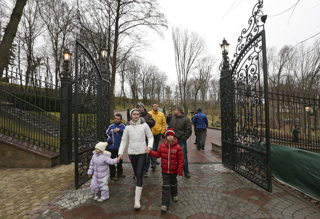 People walk on the grounds of the Mezhyhirya residence of Ukraine's President Viktor Yanukovich in the village Novi Petrivtsi outside Kiev February 22, 2014. Hundreds of people entered the grounds of Ukrainian President Viktor Yanukovich's sprawling residence outside Kiev on Saturday but had not gone inside the building itself, a Reuters photographer said. (Photo by Konstantin Chernichkin/Reuters)