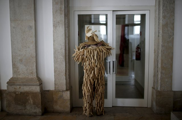 A masked man dresses before the parade of the 10th International Festival of the Iberian Mask in Lisbon, Portugal May 9, 2015. The festival runs until next Sunday and about 690 masked people from Spain and Portugal are participating, according to organizers. (Photo by Rafael Marchante/Reuters)