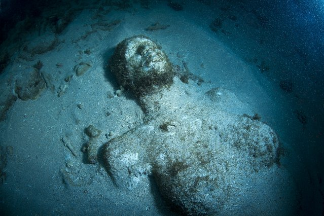 """Grace reef"". Underwater Sculpture, Museo Subacuático de Arte, Cancun. (Photo by Jason deCaires Taylor/UnderwaterSculpture)"