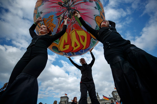 Artists hold a balloon as they perform during the opening worship of the German Protestant Kirchentag (Church Day) in Berlin, Germany, 24 May 2017. The German Protestant Church Day (Kirchentag) takes place in Berlin and Wittenberg from 24 through 28 May 2017 in the year of the 500th Reformation anniversary. (Photo by Carsten Koall/EPA)