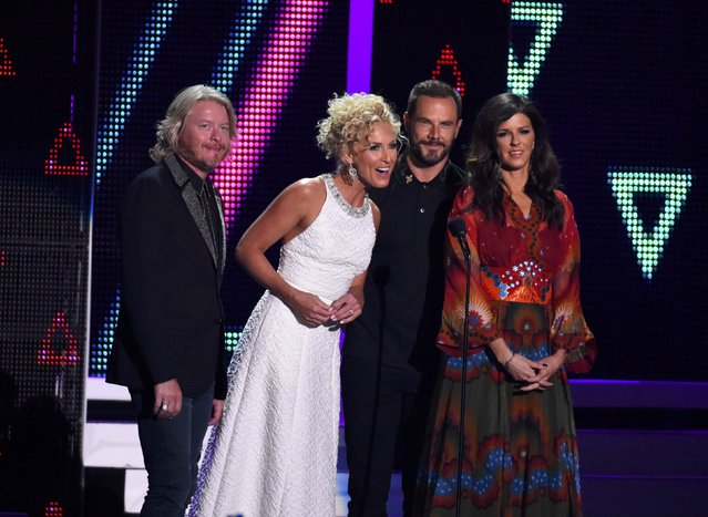 Little Big Town present the Breakthrough Video of the Year award at the 2016 CMT Music Awards in Nashville, Tennessee, U.S. June 8, 2016. (Photo by Harrison McClary/Reuters)
