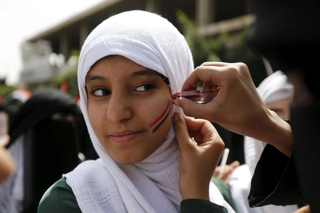 A girl gets Yemen's national flag painted on her face during a protest against the Saudi-led coalition outside the offices of the United Nations in Yemen's capital Sanaa August 11, 2015. (Photo by Khaled Abdullah/Reuters)