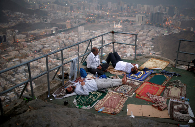 Muslim pilgrims visit Mount Al-Noor, where Muslims believe Prophet Mohammad received the first words of the Koran through Gabriel in the Hera cave, in the holy city of Mecca, Saudi Arabia August 28, 2017. (Photo by Suhaib Salem/Reuters)