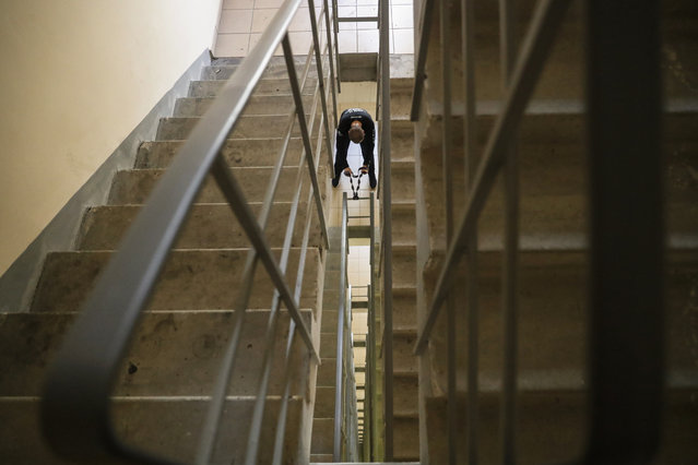 A Russian marathon runner trains on the stairs of his high-rise apartment building during a lockdown due to the ongoing coronavirus COVID-19 pandemic in Moscow, Russia, 28 April 2020. Russian President Vladimir Putin extended a home quarantine to 11 May 2020 to prevent the spread of the SARS-CoV-2 coronavirus which causes the COVID-19 disease. (Photo by Sergei Ilnitsky/EPA/EFE)