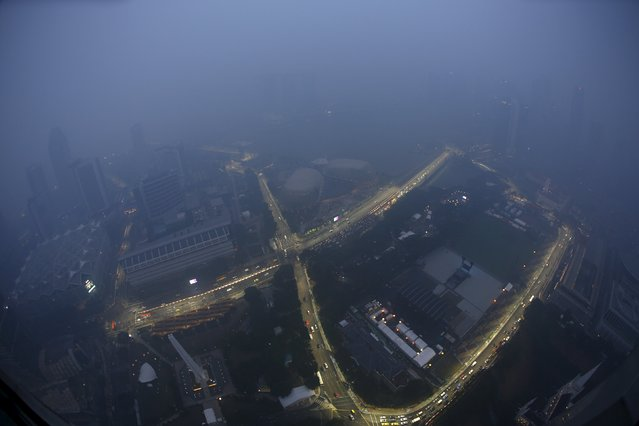 A view of the Singapore F1 Grand Prix night race Marina Bay street circuit shrouded by haze in Singapore September 14, 2015. (Photo by Edgar Su/Reuters)