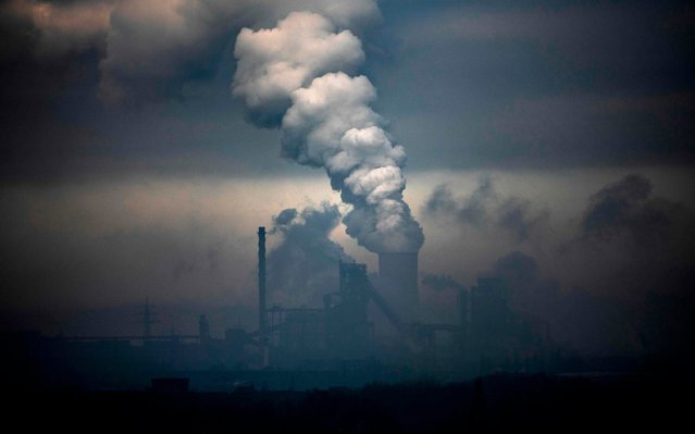 Picture taken on January 23, 2020 shows a plant of German industrial conglomerate ThyssenKrupp (foreground) and a coal-fired power station in Duisburg, western Germany. (Photo by Ina Fassbender/AFP Photo)