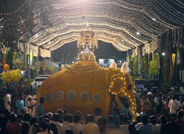 A tusker carrying the scared tooth relic of Lord Buddha walks along the street during the annual Perahera (street pageant) at Rajamaha viharaya Buddhist temple in Colombo, Sri Lanka September 10, 2016. (Photo by Dinuka Liyanawatte/Reuters)