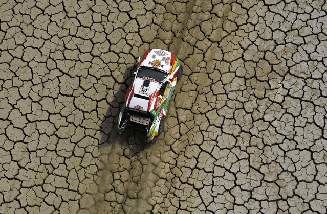 Bolivia' s driver Marco Bulacia and his co- driver Eugenio Arrieta steer their Ford during Stage 3 of the Dakar 2018 between Pisco and San Juan de Marcona, Peru, on January 8, 2018. (Photo by Franck Fife/AFP Photo)