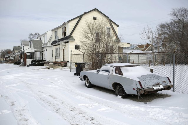 A late model unidentified vehicle with rear number and tire damage sits parked in the snow in Detroit, Michigan January 10, 2015. (Photo by Joshua Lott/Reuters)