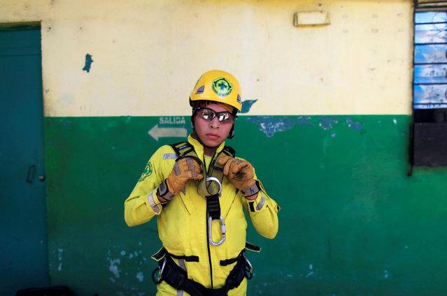 Rescuer Brandon Martinez gears up for a practice session at the Comandos de Salvamento base in San Salvador, El Salvador July 2, 2016. (Photo by Jose Cabezas/Reuters)