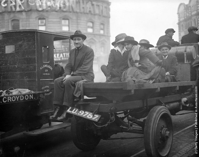 1919: London workers on their way to the city during the railway strike