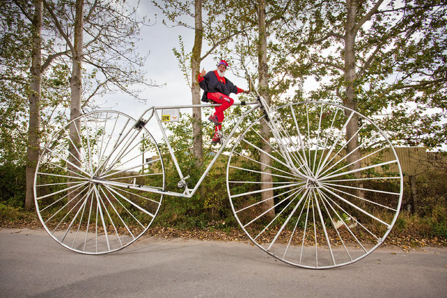 Largest rideable bicycle – built by Didi Senft of Germany. Wheel diameter of 3.3 m (10 ft 9.92 in). (Photo by Guinness World Records)