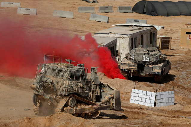 An Israeli military bulldozer and a tank (R) are seen during a combined forces drill in Shizafon military base, near Eilat in southern Israel June 7, 2016. (Photo by Amir Cohen/Reuters)